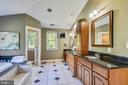 Beautiful maple custom cabinetry with double sinks - 840 ELDEN ST, HERNDON