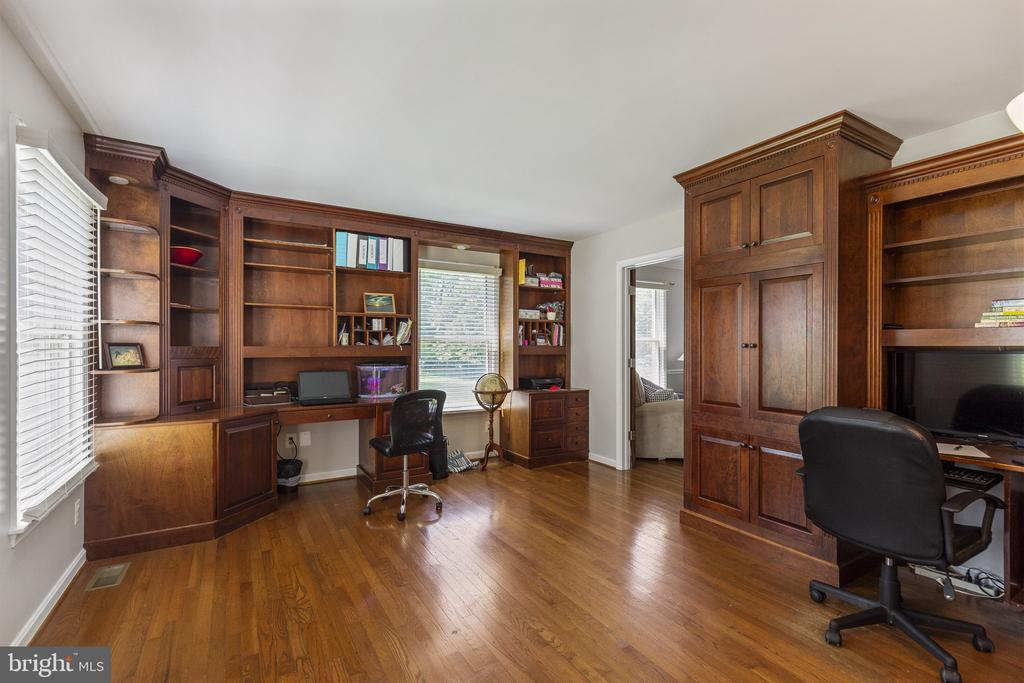 Private Office with built in desk areas - 3580 DEEP LANDING RD, HUNTINGTOWN
