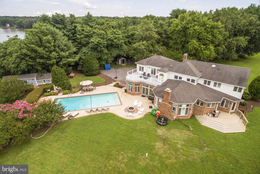 Your own 5 Star Hotel - 3580 DEEP LANDING RD, HUNTINGTOWN
