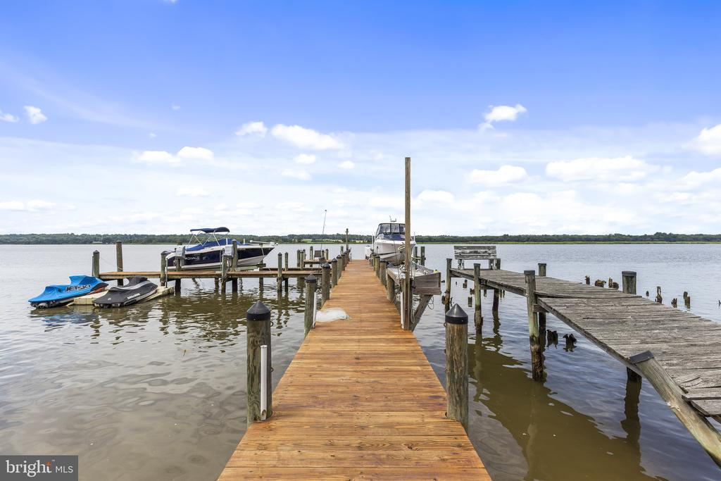 Pier with 2 lifts and floating dock for jet skis - 3580 DEEP LANDING RD, HUNTINGTOWN