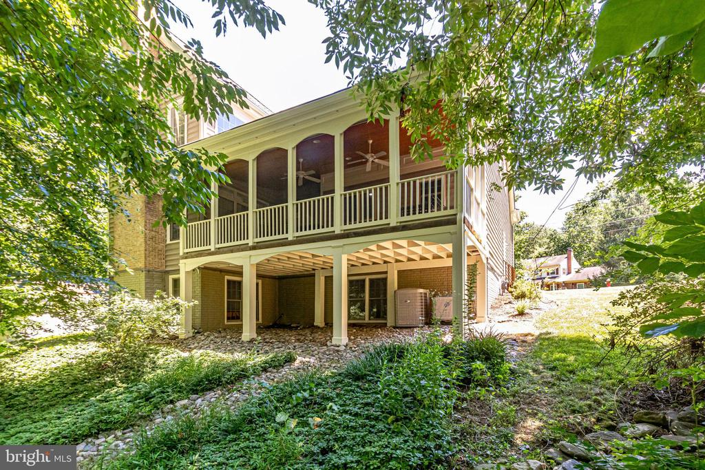 Custom screened deck with Brazilian Hardwood - 3720 SPICEWOOD DR, ANNANDALE