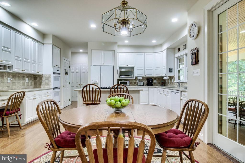 Large open Kitchen w/  42