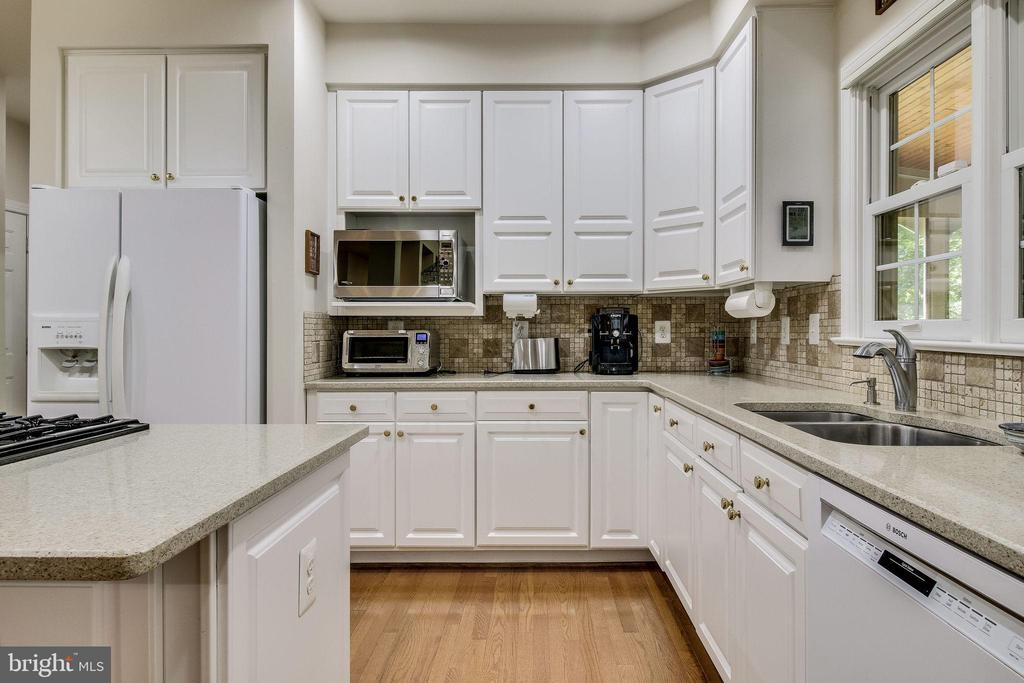 Gourmet Kitchen - 3720 SPICEWOOD DR, ANNANDALE