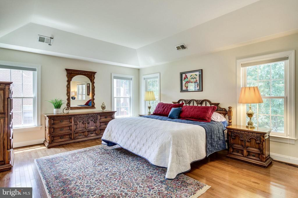 Exquisite Mosaic hardwood floors - 3720 SPICEWOOD DR, ANNANDALE