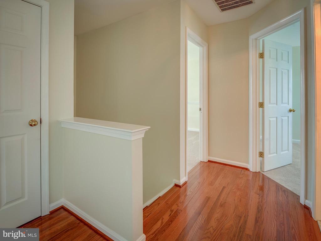 Upper Level Hallway to Bedrooms - 103 ENGLISH CT SW, LEESBURG