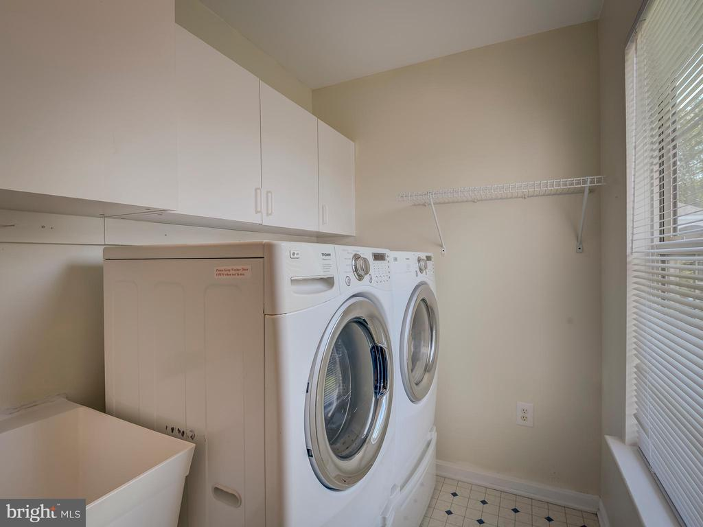 Laundry-Utility Room off Kitchen - 103 ENGLISH CT SW, LEESBURG