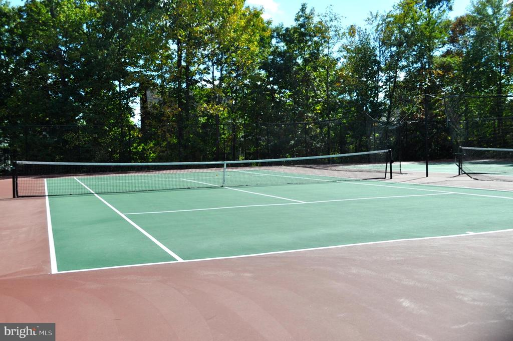 Community tennis courts - 14826 HUNTING PATH PL, CENTREVILLE