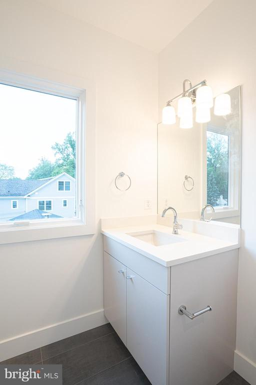 Bath for back bedroom - 110 TAPAWINGO RD SW, VIENNA