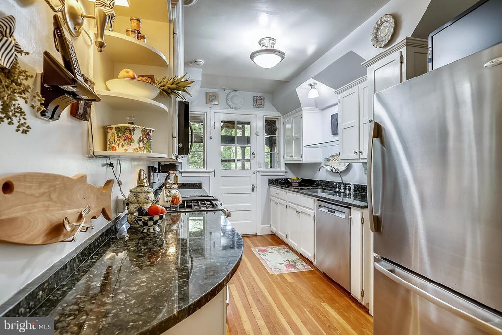 Kitchen featries Granite Counters - 9510 THORNHILL RD, SILVER SPRING