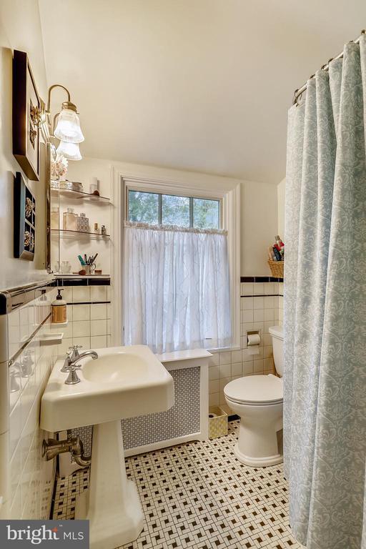 Upper Level 2, full tub Owner's Bath - 9510 THORNHILL RD, SILVER SPRING
