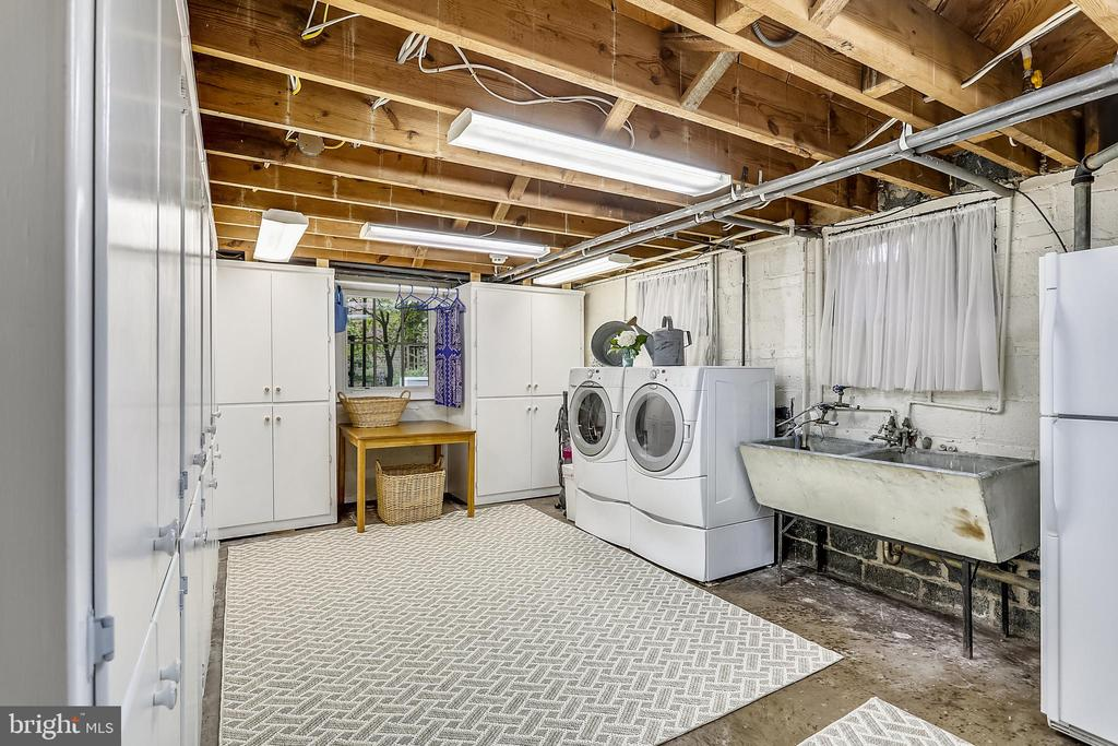 LL extra large Laundry Room, custom cabinets - 9510 THORNHILL RD, SILVER SPRING