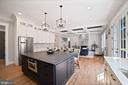 Eat-in Kitchen/Tons of Cabinets and upgrades - 5631 SOUTHAMPTON DR, SPRINGFIELD