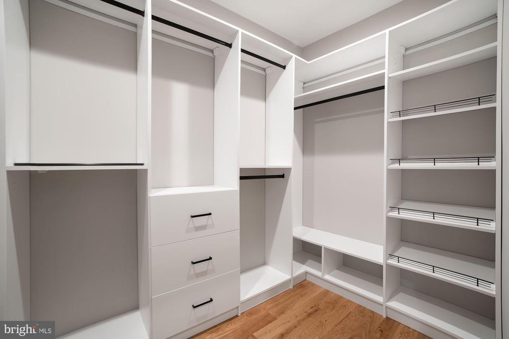 Her Closet - 5631 SOUTHAMPTON DR, SPRINGFIELD