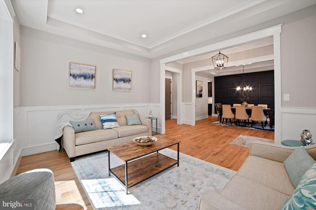 Living Room with custom ceiling and hardwood floor - 5631 SOUTHAMPTON DR, SPRINGFIELD