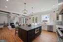 Spacious island and great flow - 5631 SOUTHAMPTON DR, SPRINGFIELD