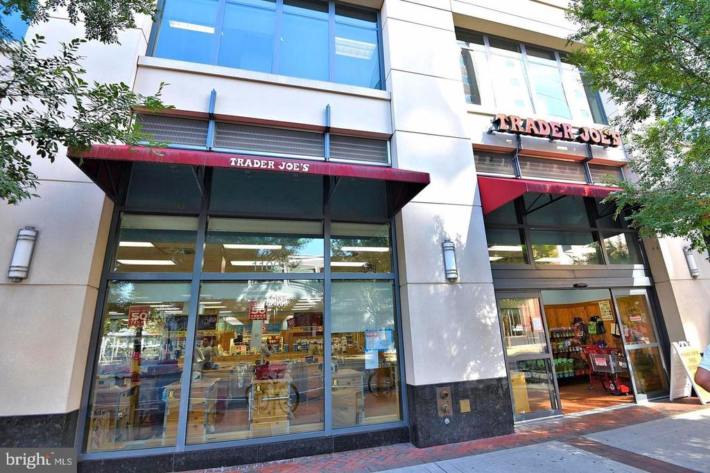 Trader Joe's just blocks away! - 2001 15TH ST N #203, ARLINGTON
