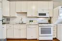 Lovely kitchen  cabinets w/ desirable gas cooking. - 3705 S GEORGE MASON DR #702S, FALLS CHURCH