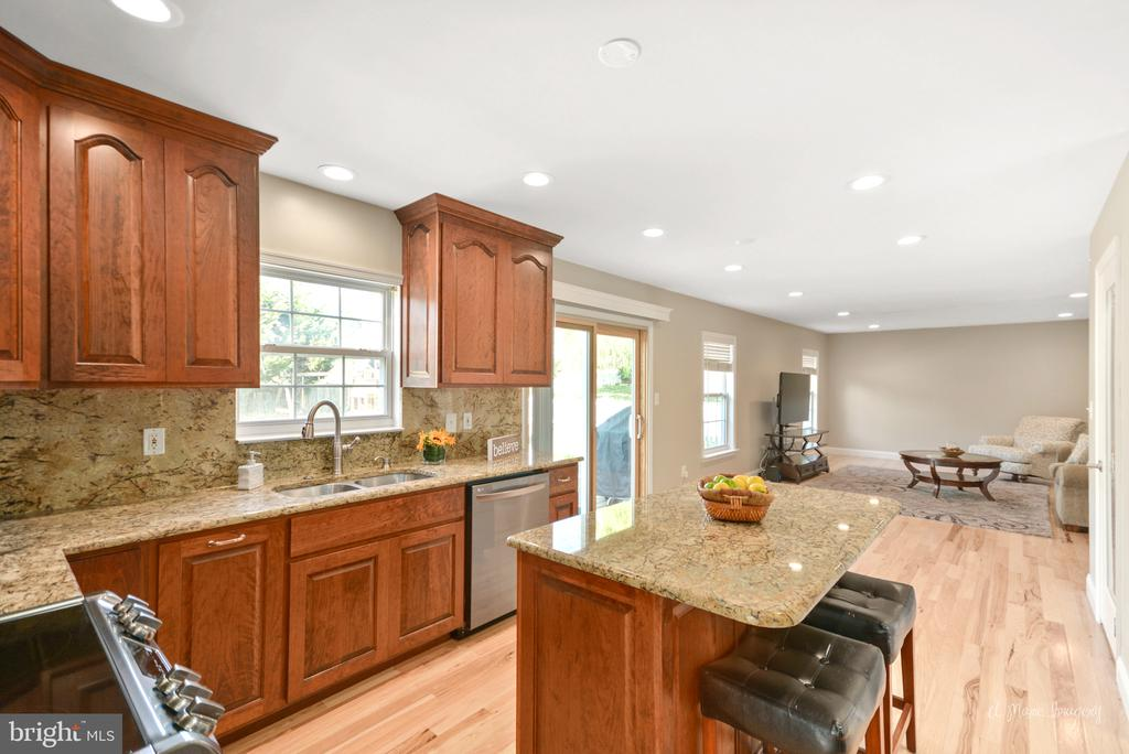 Beautifully updated kitchen - 62 PLEASANT ACRES DR, THURMONT