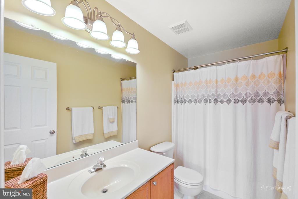 Upper level hall bath - 62 PLEASANT ACRES DR, THURMONT