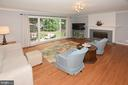 Large family room with hardwood floors off kitchen - 20418 ROSEMALLOW CT, STERLING