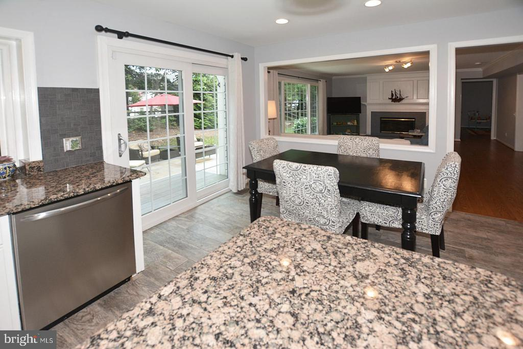 Sliding Glass  Patio Door off kitchen - 20418 ROSEMALLOW CT, STERLING