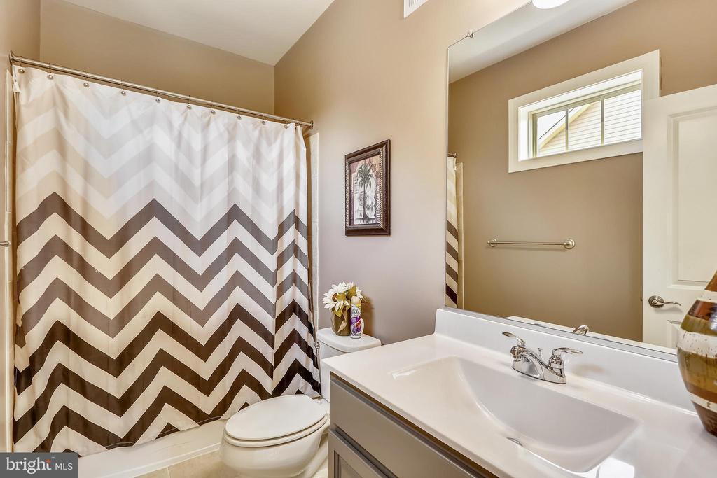 ENSUITE BATHROOM - 12224 JUNIPER BLOSSOM PL, CLARKSBURG