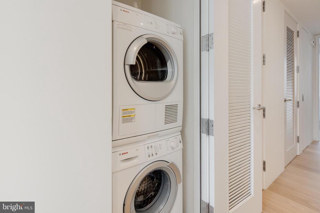 In-unit washer + dryer - 920 I ST NW #715, WASHINGTON