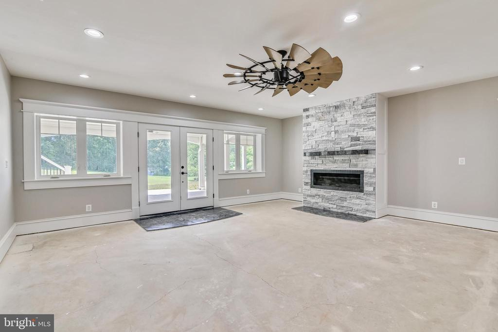 Doors to exit to back patio - 14612 BRISTOW RD, MANASSAS