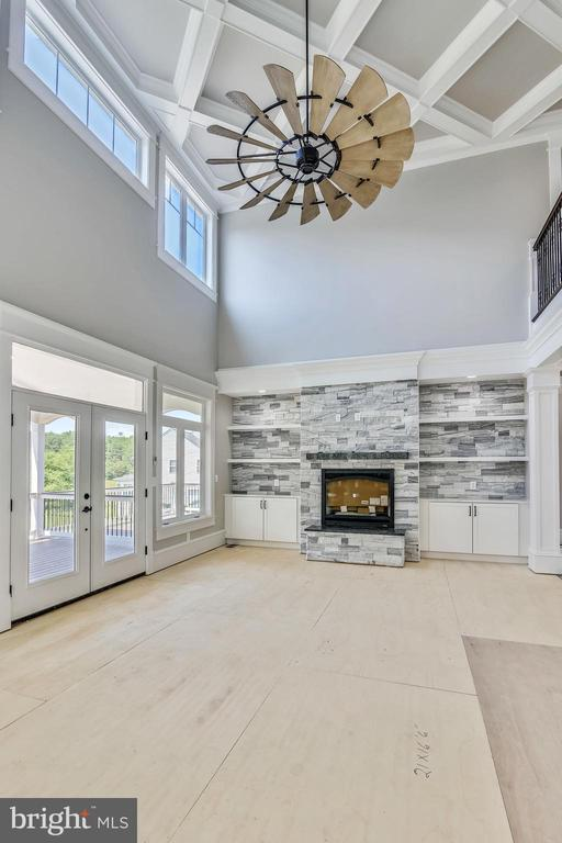 Diagonal coffered ceiling with Hinkley fan - 14612 BRISTOW RD, MANASSAS
