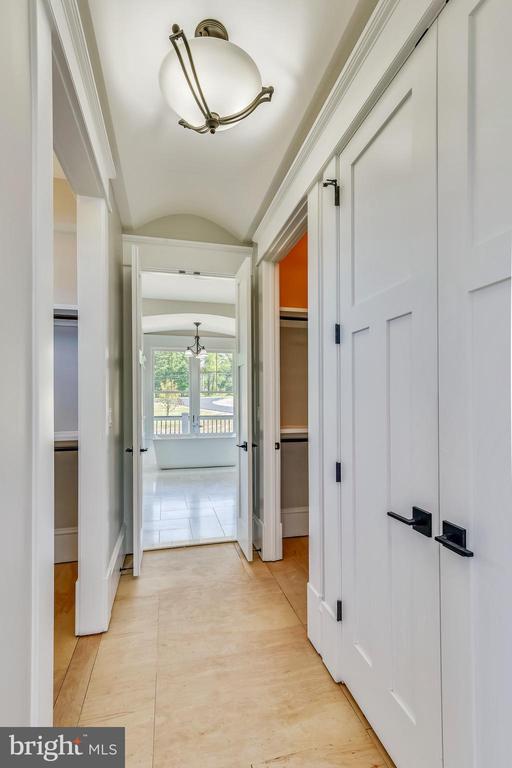 Barrel ceiling in closet walkway to bathroom - 14612 BRISTOW RD, MANASSAS