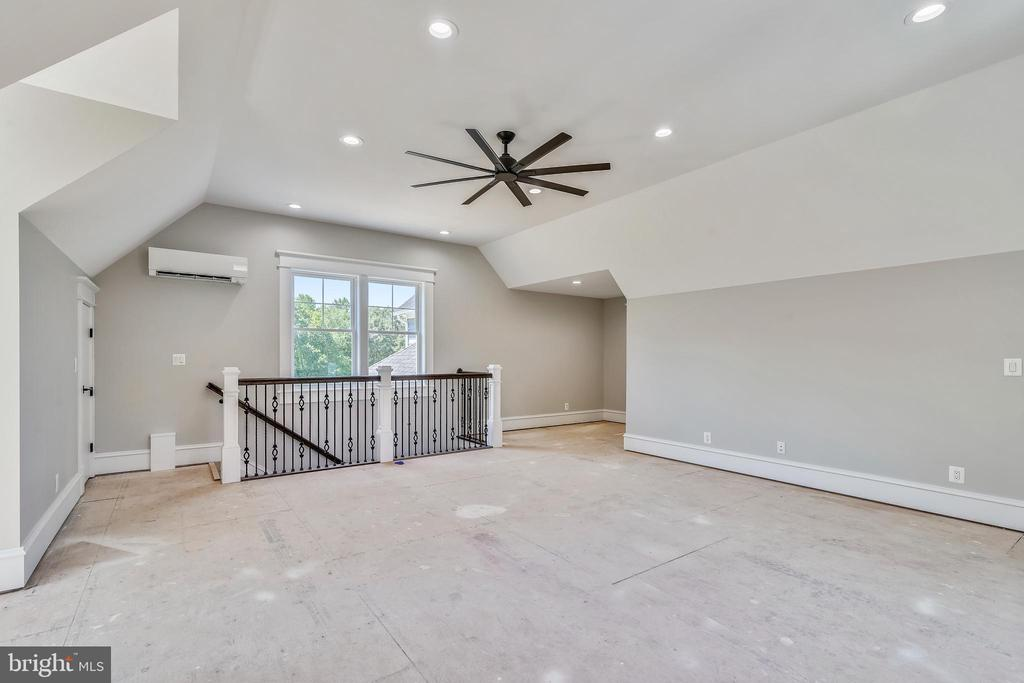 Has stairs you can exit from garage - 14612 BRISTOW RD, MANASSAS