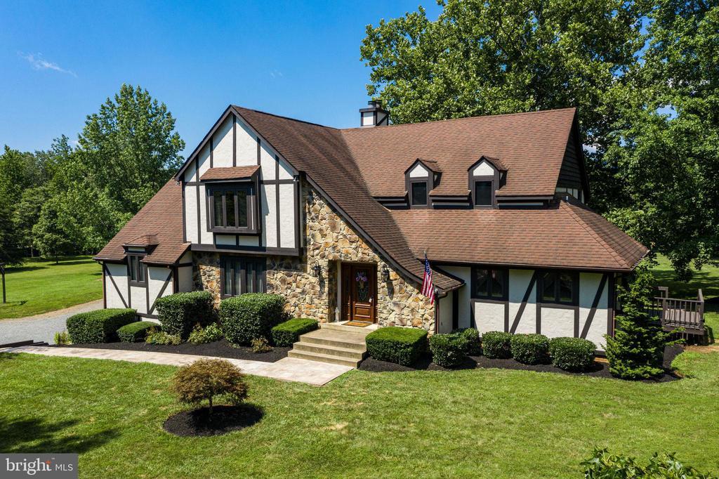 Charming English Tudor 3 Level Home - 1676 LOUDOUN DR, HAYMARKET