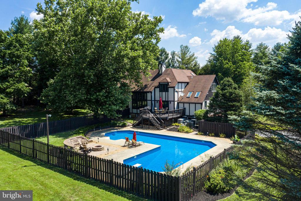 Property Fencing around pool and around property - 1676 LOUDOUN DR, HAYMARKET
