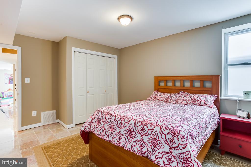 Basement : 4th Bedroom - 59 GLACIER WAY, STAFFORD