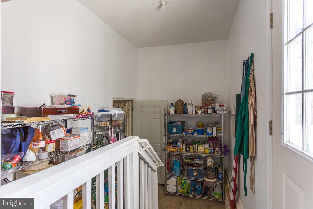 Storage/Pantry Area - 59 GLACIER WAY, STAFFORD