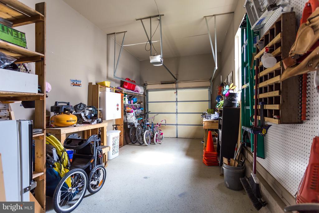 Garage - 59 GLACIER WAY, STAFFORD