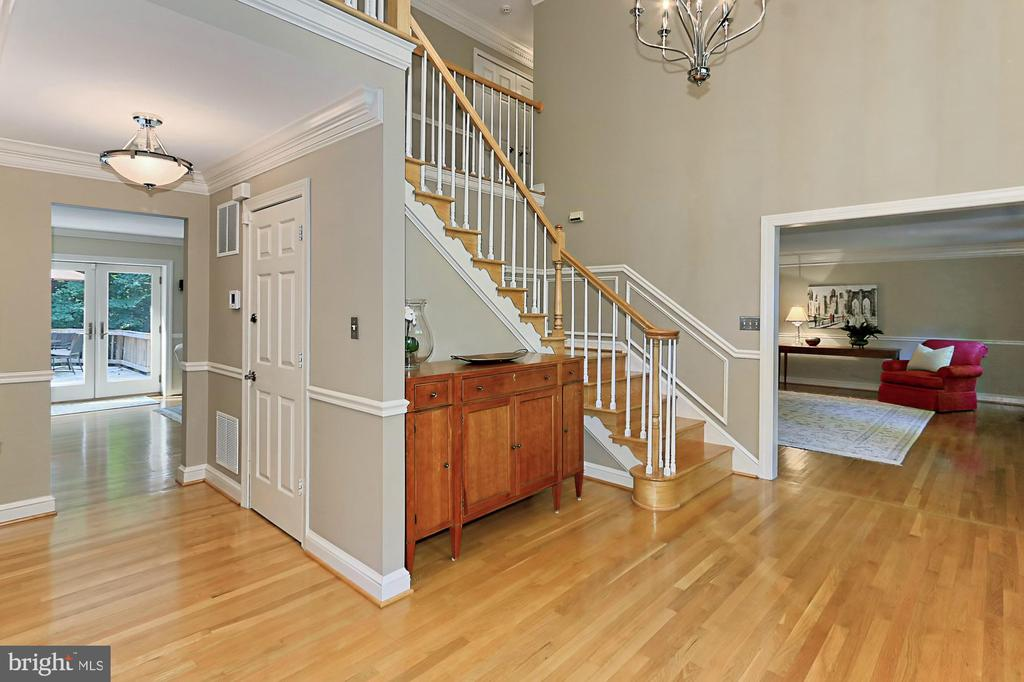 Grand two story foyer with rich hardwoods - 9912 EVENSTAR LN, FAIRFAX STATION