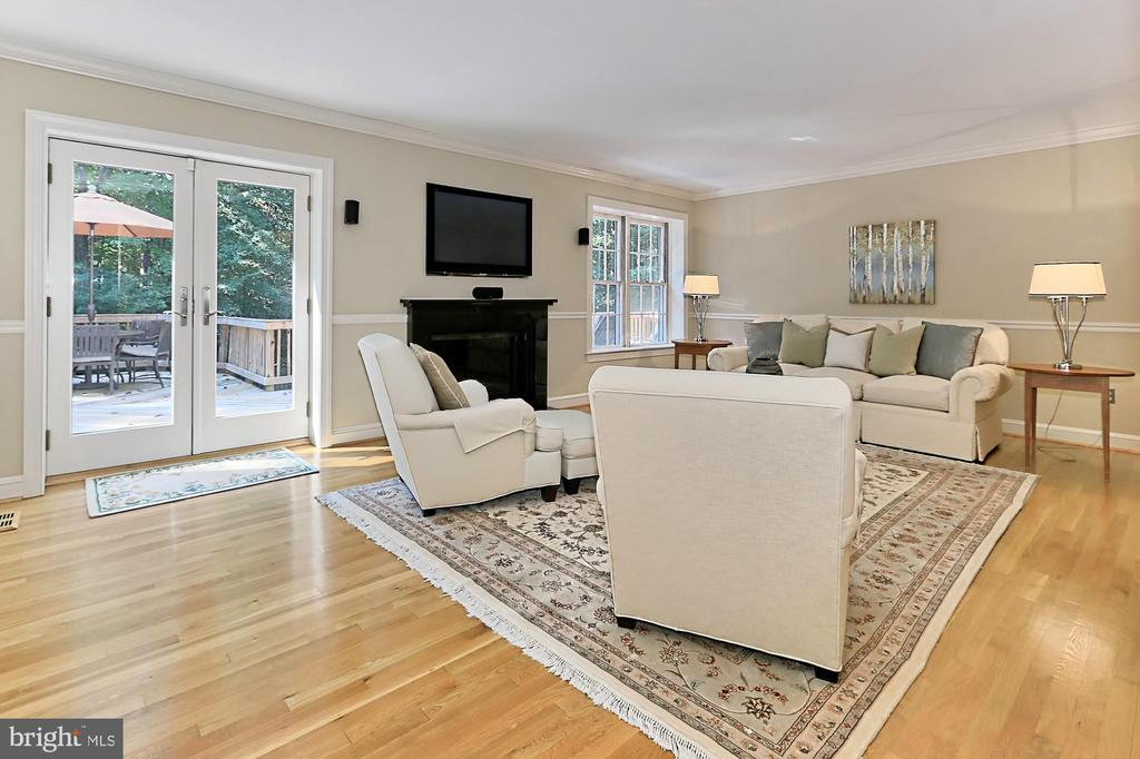 Family room with beautiful fireplace - 9912 EVENSTAR LN, FAIRFAX STATION