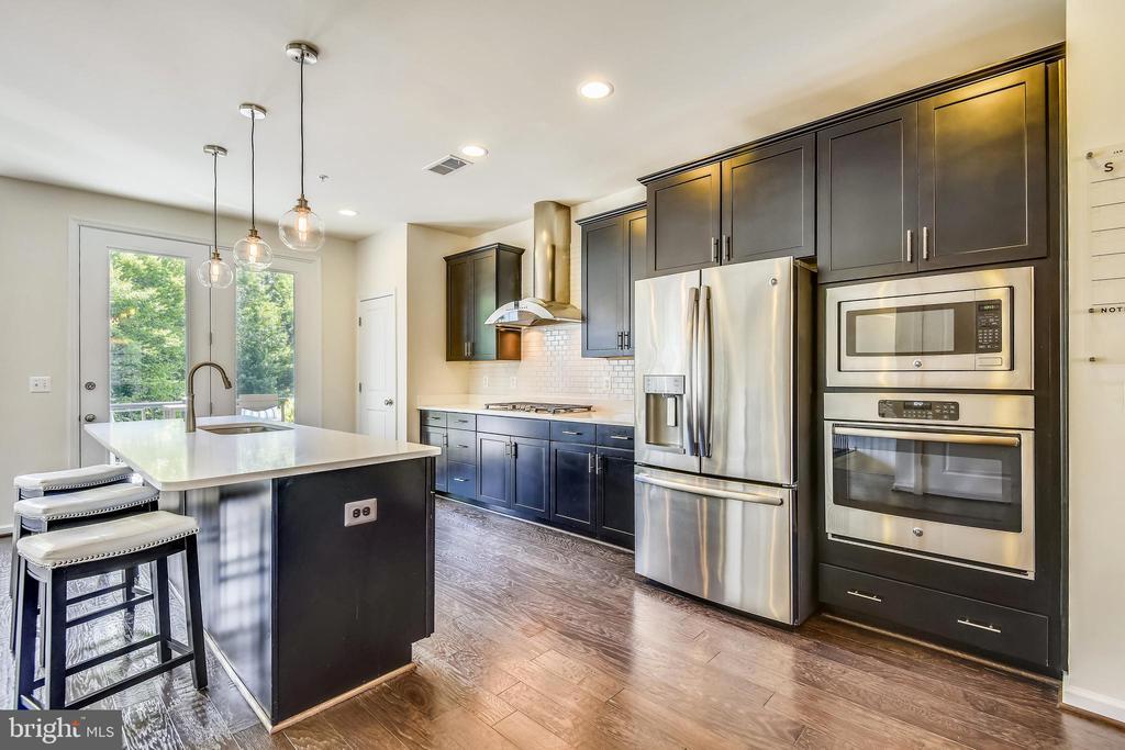 Stunning kitchen - 23410 ADAGIO TER, BRAMBLETON