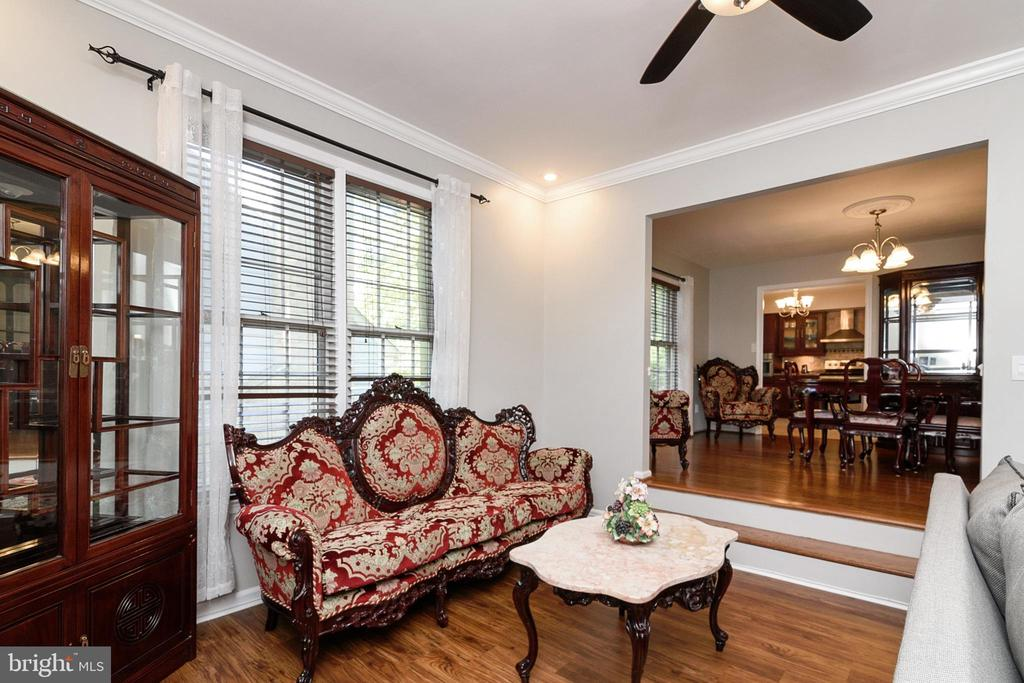 Create your own seating arrangements. - 20053 DOOLITTLE ST, MONTGOMERY VILLAGE