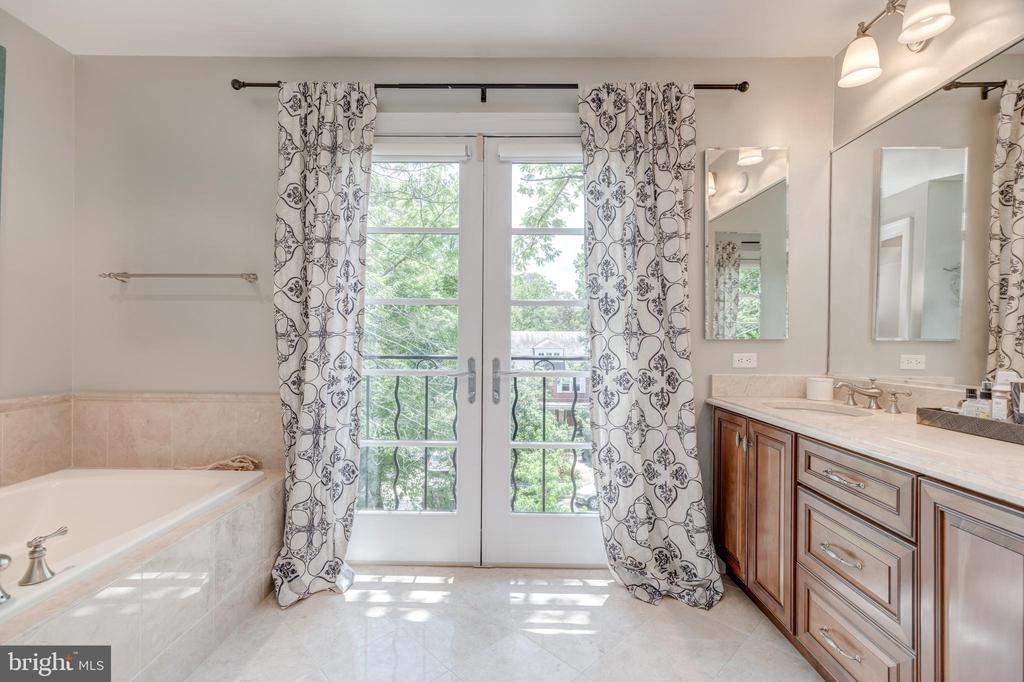 Owners  Bathroom with separate shower - 3629 ALBEMARLE ST NW, WASHINGTON