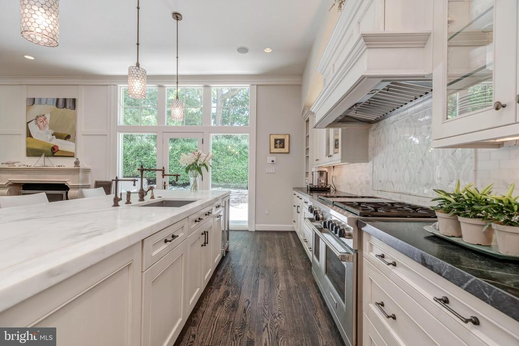 Chef's Kitchen with six burner Wolf stove - 3629 ALBEMARLE ST NW, WASHINGTON