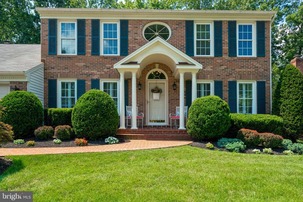 Brick walk-way and stoop - 6411 SPRINGHOUSE CIR, CLIFTON