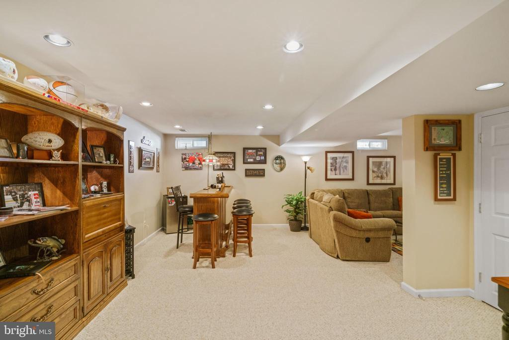 Extensive recessed lighting - 6411 SPRINGHOUSE CIR, CLIFTON