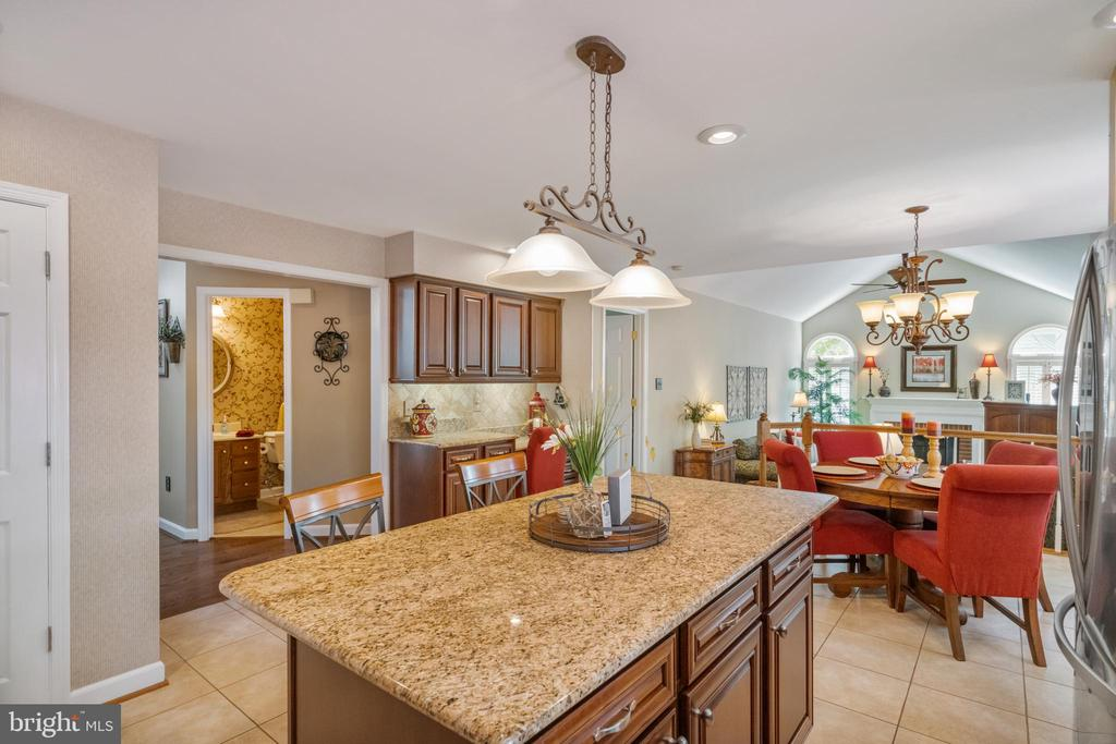 Pendant & recessing in the kitchen - 6411 SPRINGHOUSE CIR, CLIFTON
