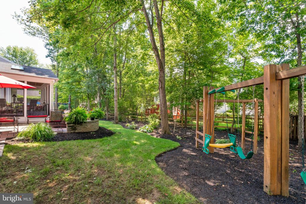 Lots of out door entertaining areas - 6411 SPRINGHOUSE CIR, CLIFTON