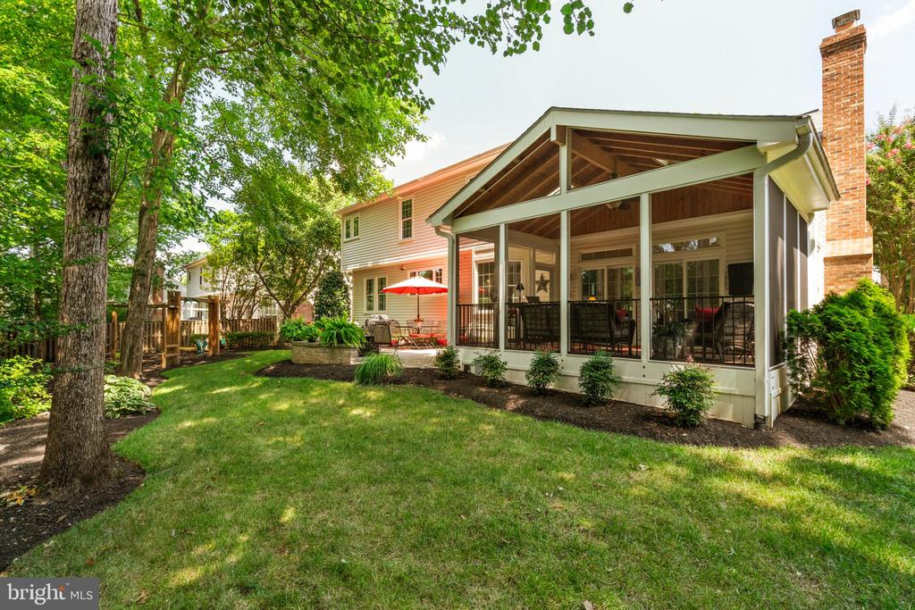 Lovely landscaping all around - 6411 SPRINGHOUSE CIR, CLIFTON