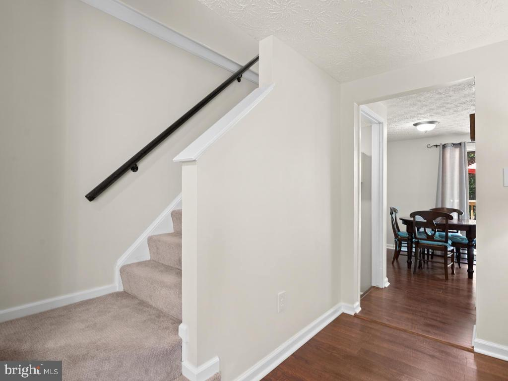 Staircase - 9193 FOREST BREEZE CT, SPRINGFIELD