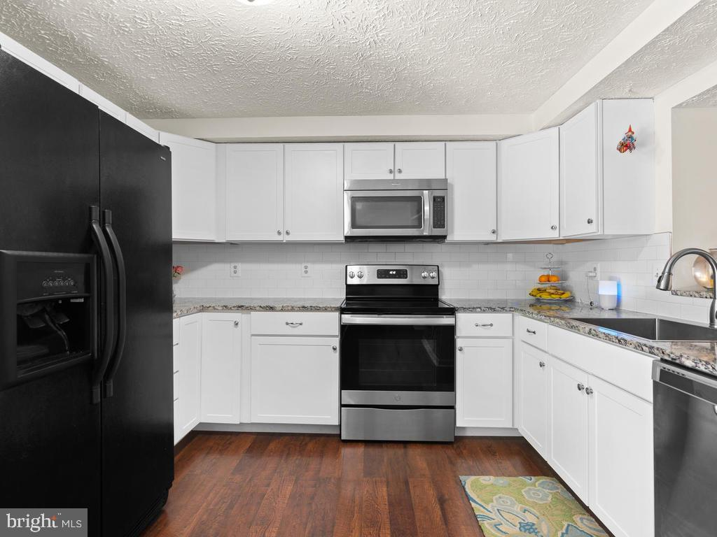Newly Updated Kitchen - 9193 FOREST BREEZE CT, SPRINGFIELD