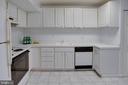 Plenty of cabinets and storage! - 9802 KINGSBRIDGE DR #001, FAIRFAX